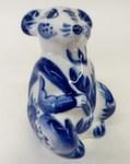 Скульптура «Крыса Хвост в руке»