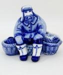 Скульптура «Продавец корзин» авт. Е. Сухорукова