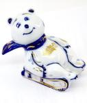 Скульптура «Белый мишка на санках» авт. А. Рыженок